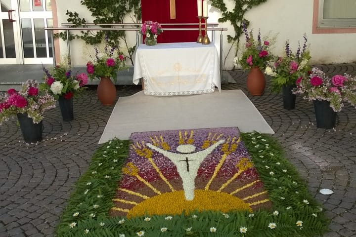 Blumenteppich der Frauengemeinschaft